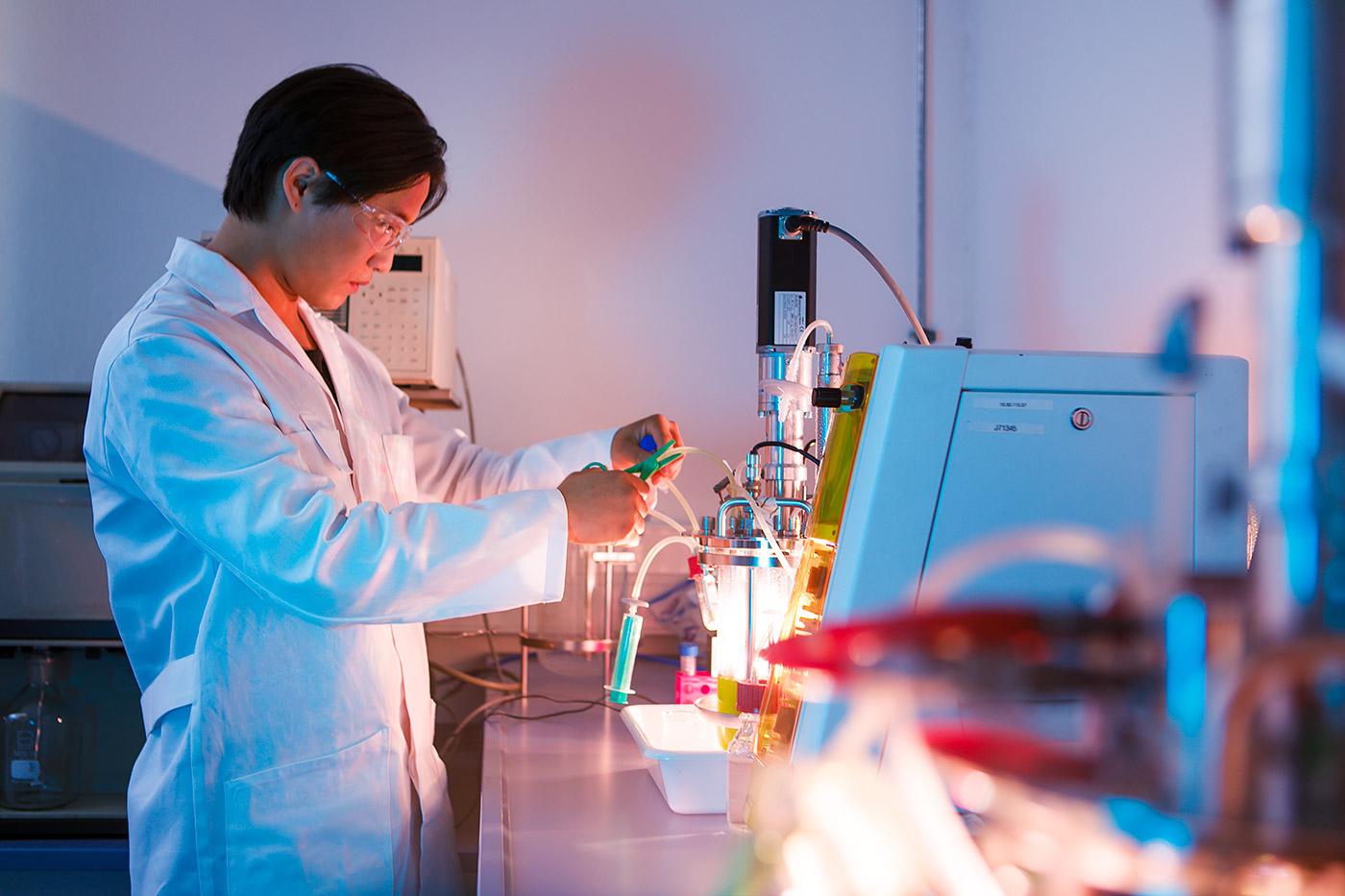 junger Mann im Labor