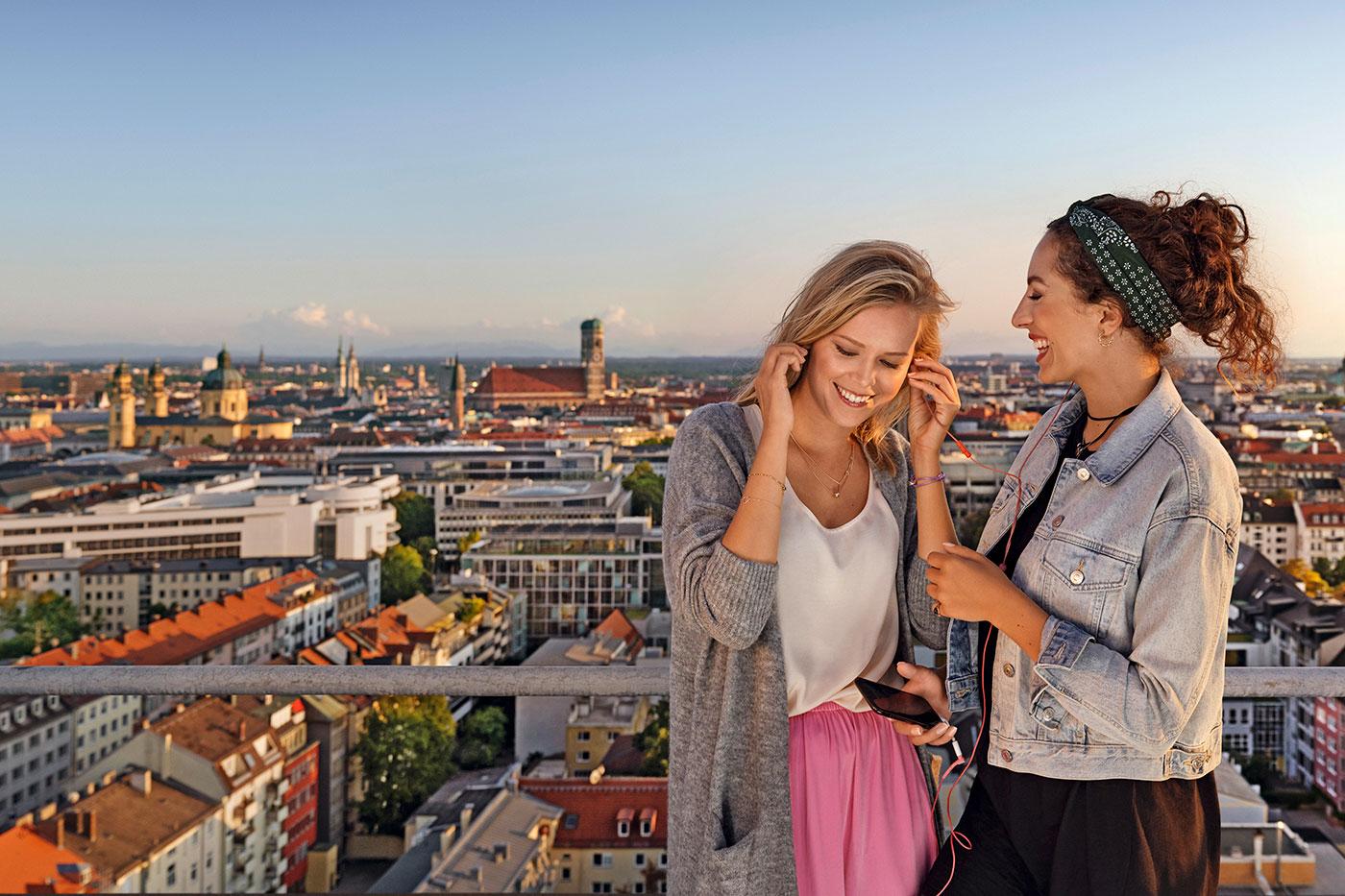 SWM Kampagne Mädels mit Panoramablick über München