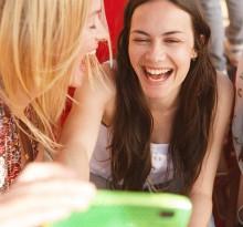 girls-mit-telefon