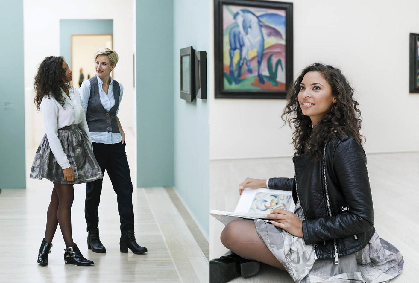 Besucherinnen der Blauen Reiter Ausstellung München