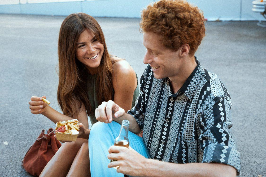 paar mit pommes - streetfood lifestyle muenchen