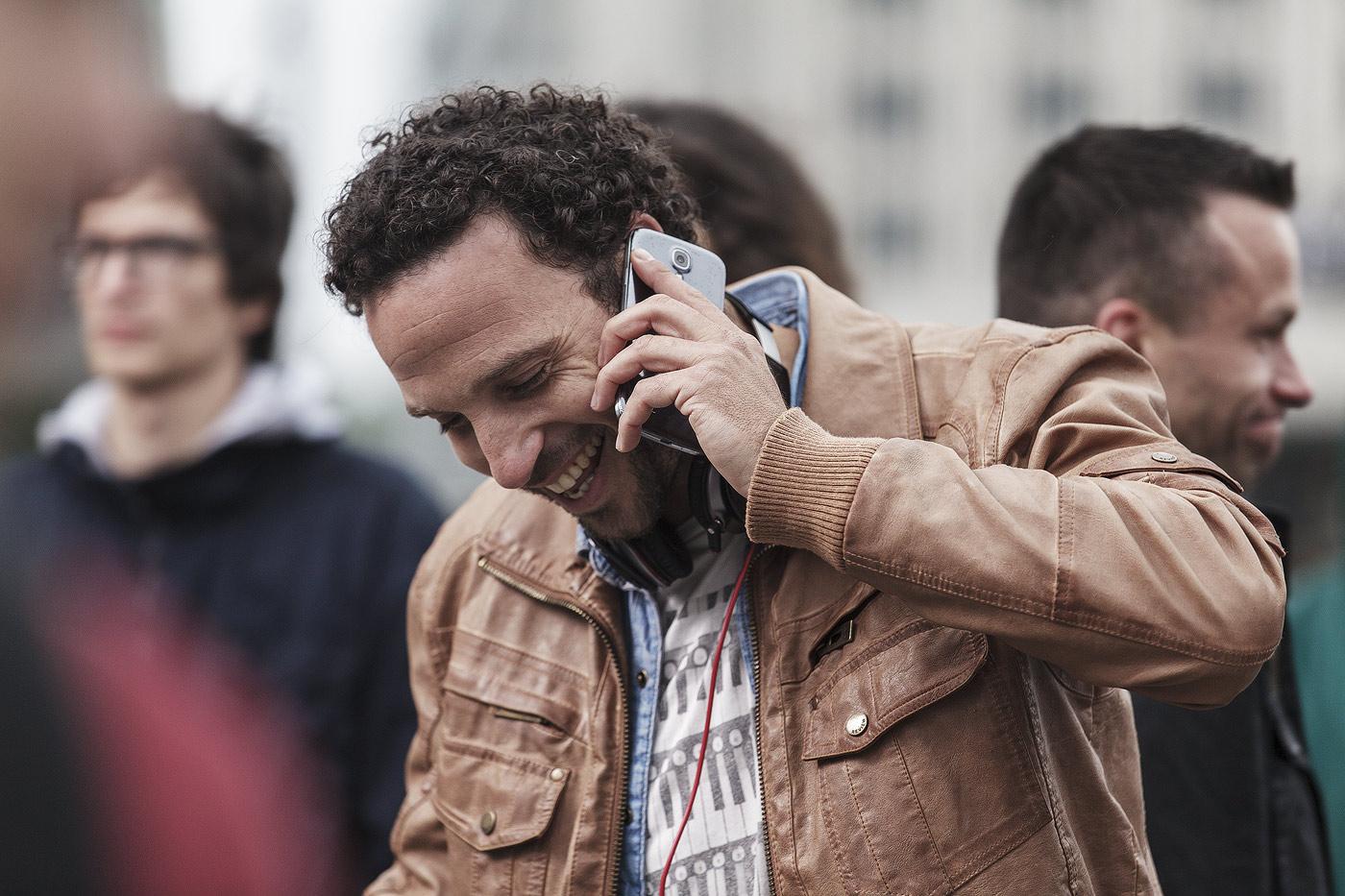 mann-handy-telefon-stadt