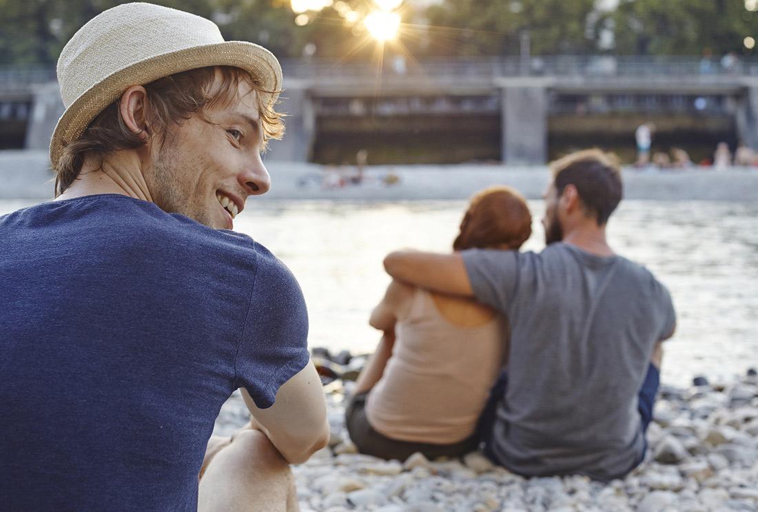 Sommerromantik am Fluß in der Stadt