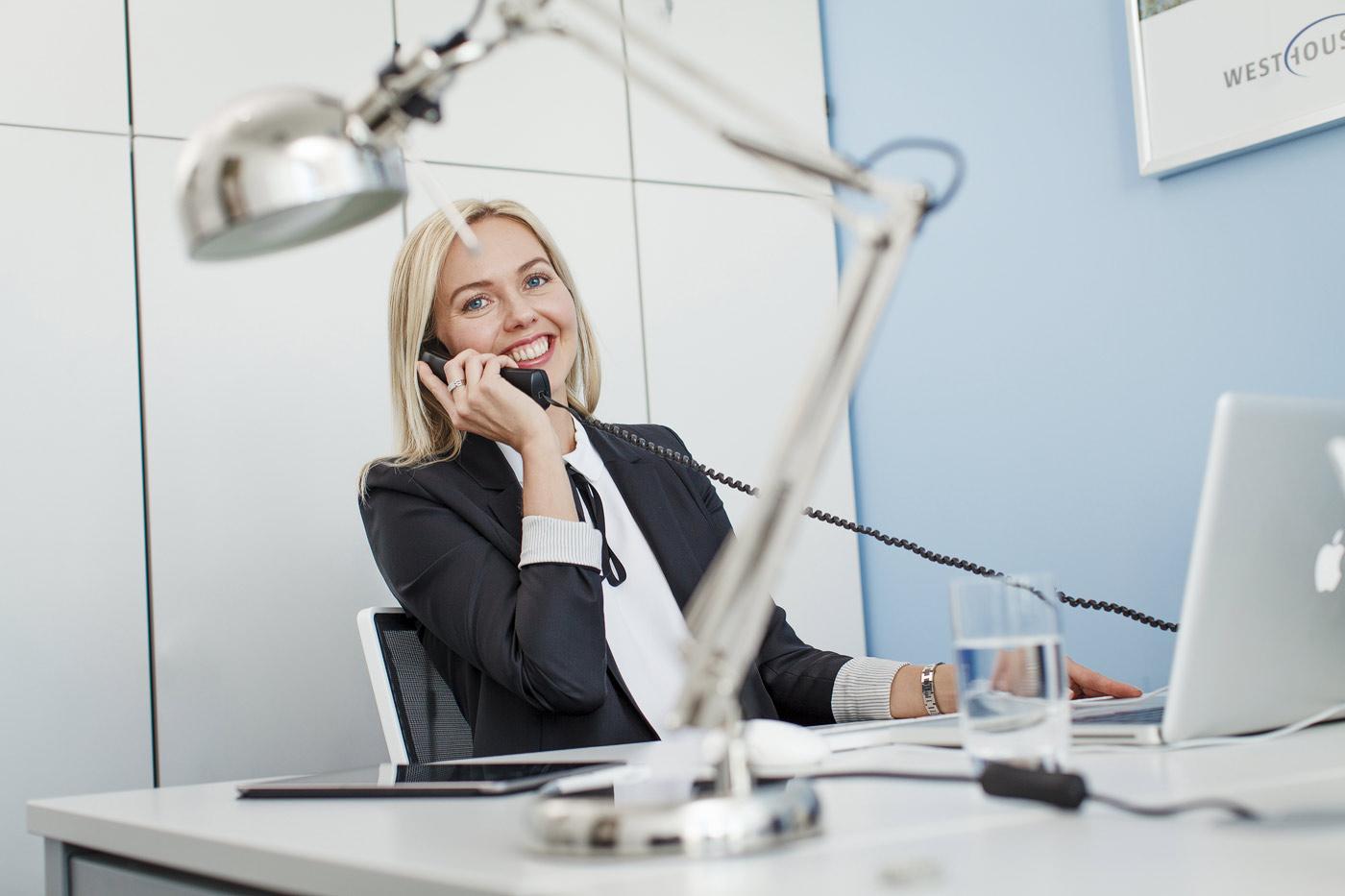 office-buero-frau-unternehmensfotografie